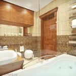 Полки в ванной комнате