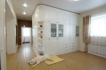 Мебель на заказ. Угловой шкаф в коттедж.