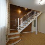 Лестница в коттедже - важный элемент, создающий уют.