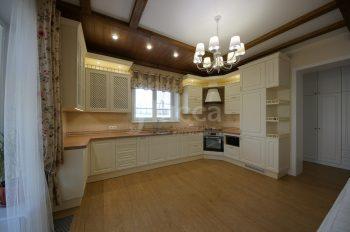 Встроенная мебель для коттеджа. Кухня.