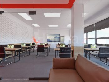 Из небольшой, отделенной стеклянной перегородкой комнаты, можно наблюдать за процессом обучения.