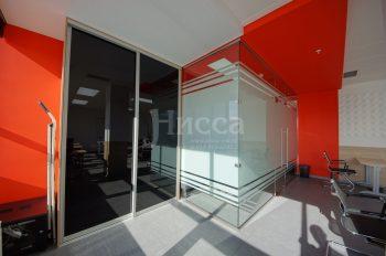 Сочетание прозрачного и матового на стеклянной перегородке, реализованной нашими партнёрами